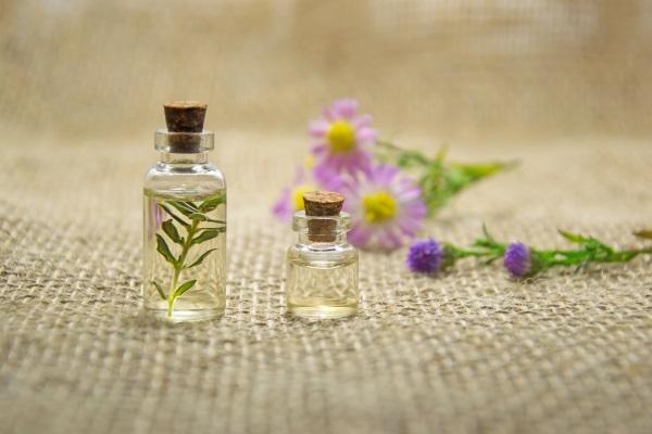 Mit ätherischen Öle gegen Herpes